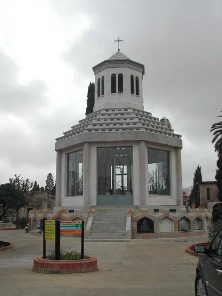 Campanario y capilla del cementerio de Sant Andreu